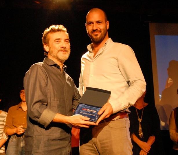 Albert Pintó, Director Del Millor Curtmetratge, Rebent El Premi Per AUN HAY TIEMPO Del Director Del Som Cinema, Manel Montañés